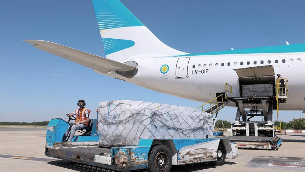 Hoy parte el avión a Rusia que retornará con 300.000 vacunas de la segunda dosis